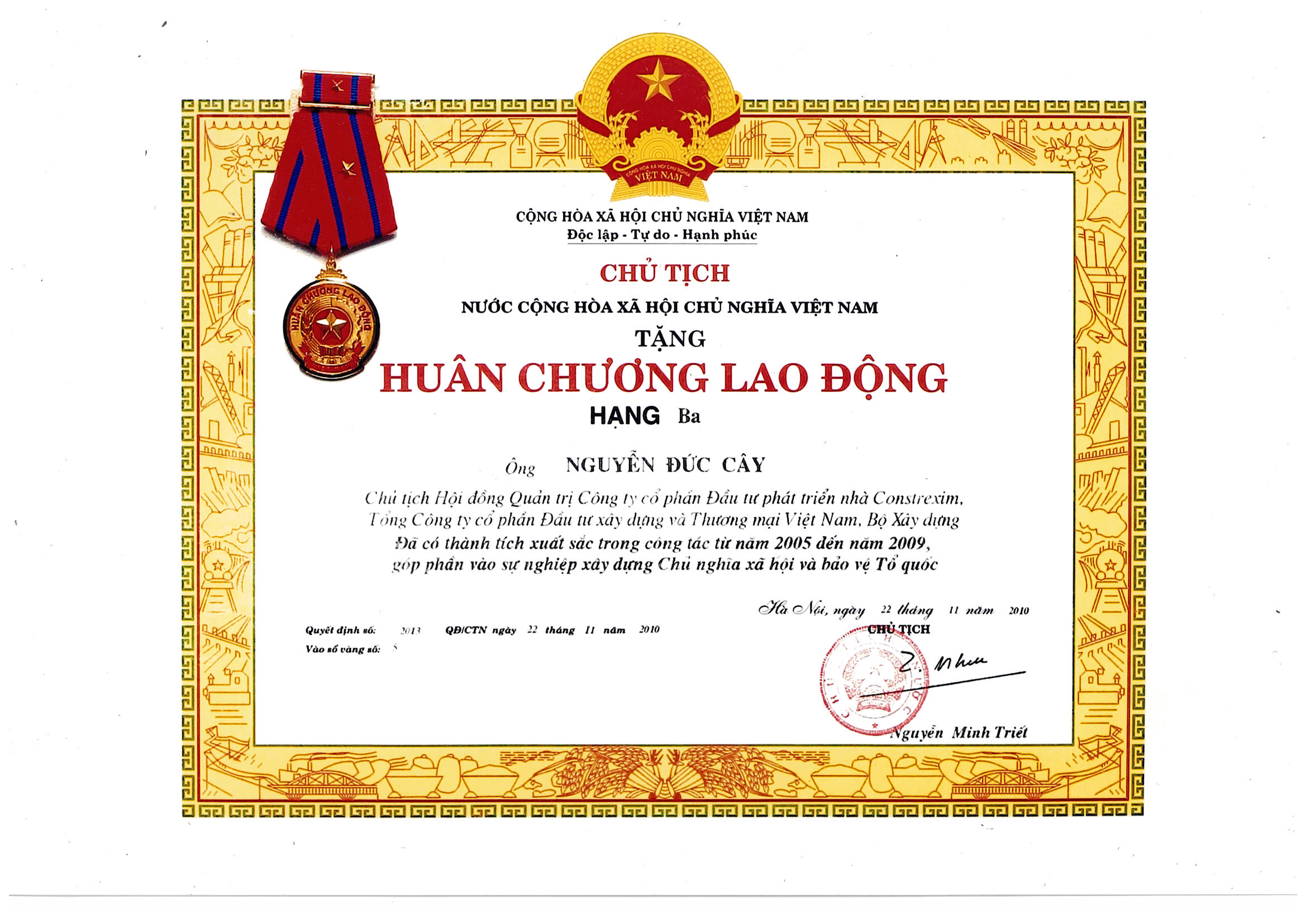 Huân chương lao động Hạng Ba của Chủ tịch nước Cộng Hòa Xã Hội Chủ Nghĩa Việt Nam tặng ông Nguyễn Đức Cây - Chủ tịch HĐQT Công ty
